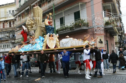 ULL-F-987992-0000 - Statues brought to procession during the Easter period, Naples - Data dello scatto: 03/06/2008 - Anke Thomass / Ullstein Bild / Alinari Archives
