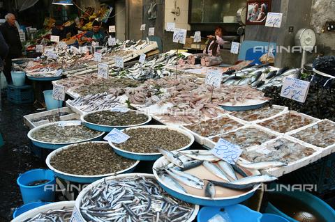 ULL-F-987997-0000 - Sale of fish at the Naples market - Data dello scatto: 23/03/2008 - Anke Thomass / Ullstein Bild / Alinari Archives
