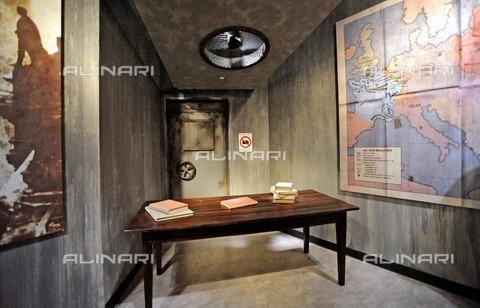 ULL-F-991677-0000 - Wax museum Madame Tussauds: Hitler's desk without Hitler - Data dello scatto: 05/07/2008 - Giribas / Ullstein Bild / Alinari Archives