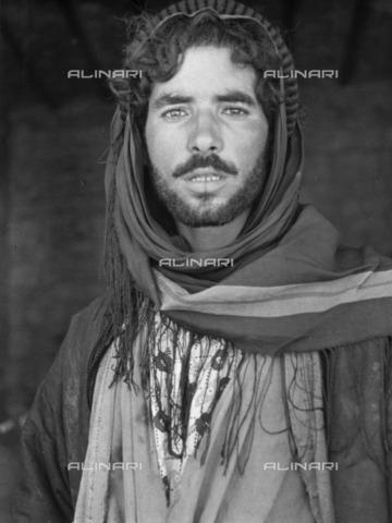 ULL-S-000104-6294 - Portrait of Bedouin in Aleppo - Data dello scatto: 1935 - Alfred Eisenstaedt / Ullstein Bild / Alinari Archives