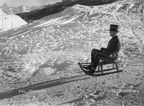 ULL-S-000104-6319 - Luigi de Fabritius sledging in Pocol near Cortina - Data dello scatto: 1938 - Alfred Eisenstaedt / Ullstein Bild / Alinari Archives