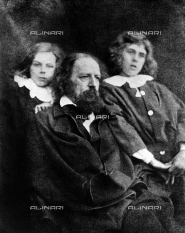 ULL-S-000106-0116 - Il poeta inglese Alfred Tennyson con le figlie - Data dello scatto: 1850 - Ullstein Bild / Archivi Alinari