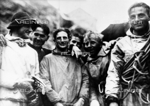 ULL-S-000107-9617 - H. Harrer, L. Vörg, A. Heckmair and F. Kasparek portrait after climbing the Eiger - Data dello scatto: 24/07/1938 - Ullstein Bild / Alinari Archives