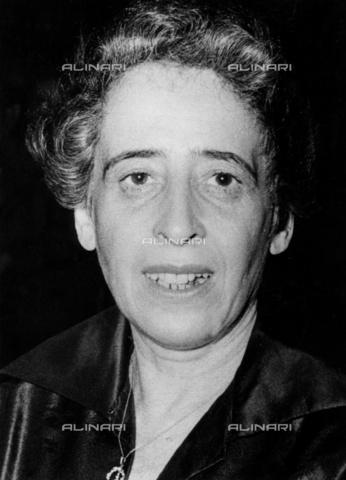 ULL-S-000108-1559 - Hannah Arendt (1906-1975), philosopher and politologist - Data dello scatto: 1955 ca. - Ullstein Bild / Alinari Archives
