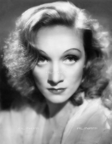 ULL-S-000108-1589 - Portrait of the actress Marlene Dietrich (1901-1992) - Ullstein Bild / Alinari Archives
