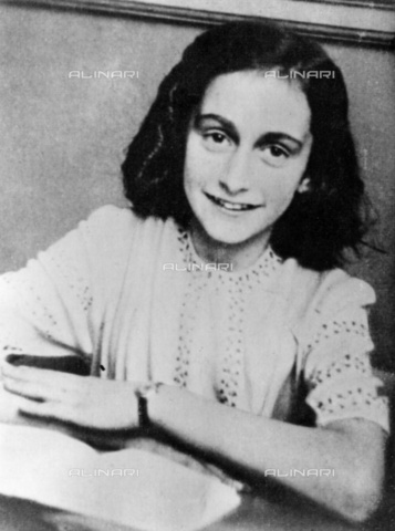 ULL-S-000108-3295 - Portrait of Anne Frank (1929-1945) died in the Bergen-Belsen concentration camp - Data dello scatto: 1941 - Ullstein Bild / Alinari Archives