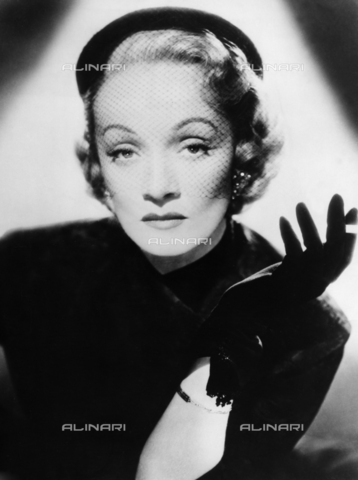 ULL-S-000108-3807 - Portrait of the actress Marlene Dietrich (1901-1992) - Ullstein Bild / Alinari Archives