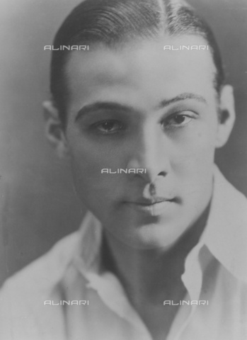 ULL-S-000108-6481 - Portrait of the actor Rodolfo Valentino (1895-1926) - Data dello scatto: 1924 - Ullstein Bild / Alinari Archives