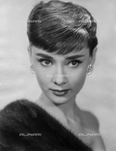 ULL-S-000109-0162 - The actress Audrey Hepburn (1929-1993) - Data dello scatto: 1955 - Ullstein Bild / Alinari Archives