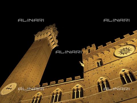ULL-S-000119-1934 - Il palazzo Pubblico e la Torre del Mangia a Siena di notte - Data dello scatto: 19/11/2008 - Ullstein Bild / Archivi Alinari