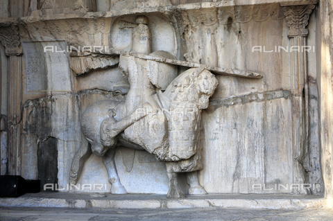 ULL-S-000258-0998 - Armed and mounted knight, stories of emperor Ormisda II, high relief, Sassanian civilization, Taq-e Bostan, Kermanshah, Iran - Insadco / Ivan Vdovin / Ullstein Bild / Alinari Archives