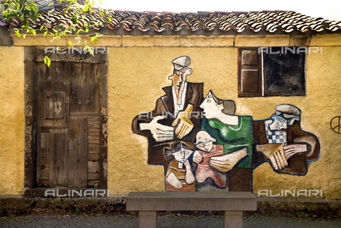 ULL-S-000258-5609 - Painted mural on a Tinnura building in Sardinia - Raimund Franken / Ullstein Bild / Alinari Archives