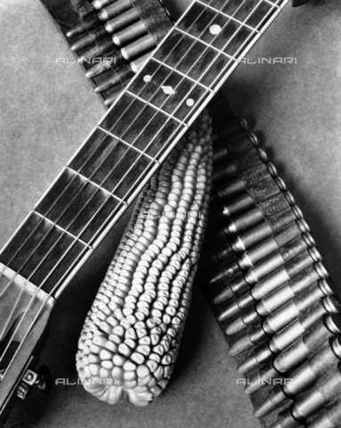 ULL-S-000267-2680 - Guitar, Corn and Ammunition Belt - Data dello scatto: 1927 - Tina Modotti / LEONE / Ullstein Bild / Alinari Archives