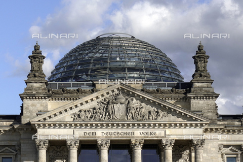 ULL-S-000580-2346 - The dome of the Reichstag building in Berlin - Data dello scatto: 2017 - Schicke / Ullstein Bild / Alinari Archives