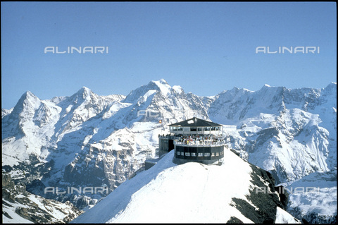 ULL-S-000679-5814 - The Piz Gloria restaurant on the Schilthorn - Data dello scatto: 30/04/1997 - RDB / Ullstein Bild / Alinari Archives