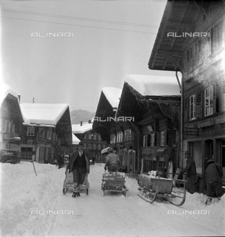 ULL-S-000727-7325 - Snow removal from a Saanen road - Data dello scatto: 1948 - RDB / Ullstein Bild / Alinari Archives
