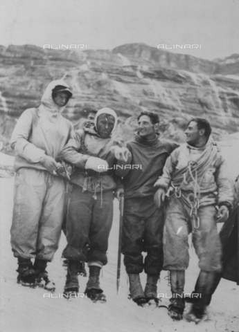 ULL-S-000727-8264 - H. Harrer, L. Vörg, A. and F. Kasparek Heckmair during the first ascent of the north face of the Eiger - Data dello scatto: 24/07/1938 - RDB / Ullstein Bild / Alinari Archives