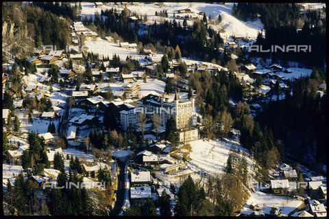 ULL-S-000729-5502 - Gstaad with the Hotel Palace - Data dello scatto: 29/12/1988 - RDB / Sobli / Ullstein Bild / Alinari Archives
