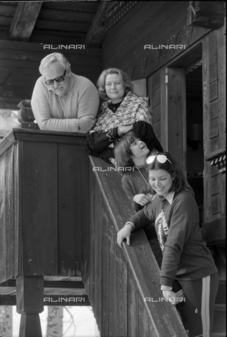ULL-S-000752-5708 - Prince Ranieri and Princess Grace of Monaco with children in Gstaad - Data dello scatto: 01/02/1977 - RDB / Blick / Ullstein Bild / Alinari Archives