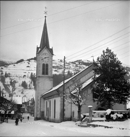 ULL-S-000753-2664 - Church in Lenk - Data dello scatto: 1946 - RDB / Ullstein Bild / Alinari Archives