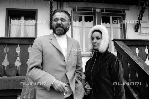 ULL-S-000753-5474 - Richard Burton and Elizabeth Taylor in Gstaad - Data dello scatto: 01/08/1972 - RDB / Ullstein Bild / Alinari Archives