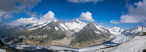 ULL-S-000786-9190 - The Aletsch Glacier on the southern slope of the Bernese Alps in the Canton of Valais in Switzerland - Data dello scatto: 19/07/2013 - McPHOTO / Uwe Gernhoefer / Ullstein Bild / Alinari Archives