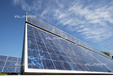 ULL-S-009003-9506 - Energia solare - Celle solari per scopi di ricerca e sperimentazione nel Parco scientifico di Adlershof - Data dello scatto: maggio 2007 - Muhs/CARO / Ullstein Bild / Archivi Alinari