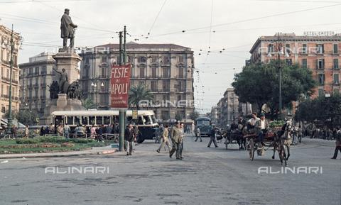 ULL-S-100379-6947 - View of Piazza Garibaldi in Naples - Data dello scatto: 30/11/1957 - Leber / Ullstein Bild / Alinari Archives