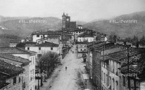 ULL-S-100708-4192 - View of the historic center of Vinci - Data dello scatto: 16/05/1912 - Spiegl / Ullstein Bild / Alinari Archives