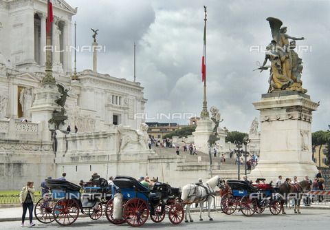 "ULL-S-101191-1036 - The Monument to Vittorio Emanuele II (Altar of Patria or Victorian) in Piazza Venezia in Rome. It is called by the Romans ""Typewriter"" - Hackenberg / Ullstein Bild / Alinari Archives"