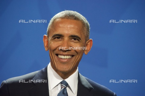 ULL-S-101369-4816 - The forty-fourth President of the United States Barack Hussein Obama II (1961) portrayed within the Federal Chancellery in Berlin during an official visit to Germany - Data dello scatto: 17/11/2016 - Zöllner / Ullstein Bild / Alinari Archives