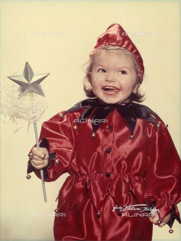 VAA-F-000271-0000 - Ritratto di bambina in costume da giullare