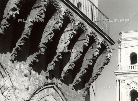 VAA-F-001671-0000 - Buttress with human and animal figures, on the right the bell tower of the Cathedral or Basilica of the Visitation and St. John the Baptist, Brindisi - Date of photography: 1955-1960 - Fratelli Alinari Museum Collections-Villani Archive, Florence