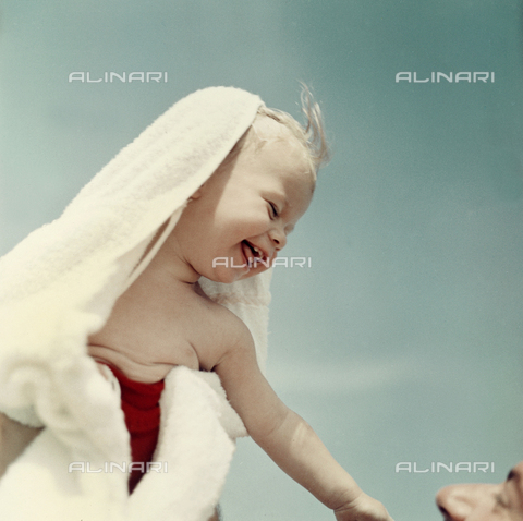 VAA-F-002654-0000 - A newborn smiling at a man
