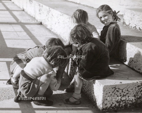 VAA-F-004941-0000 - Some little girls playing in the street