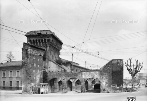 VBA-F-026050-0000 - View of Gate Zamboni, Bologna
