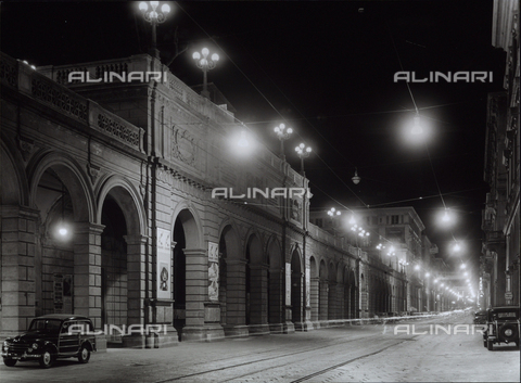 VBA-S-001308-0008 - The new lights in the city of Bologna: night view with lighted lamps.