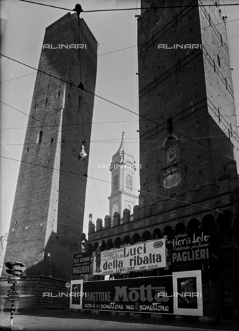VBA-S-002175-0348 - The Asinelli Tower in Bologna