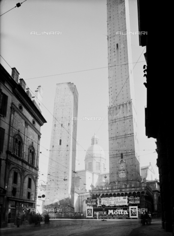VBA-S-002175-0349 - Publicity poster for Motta panettone, posted on a street in Bologna