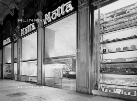 VBA-S-002269-0350 - The Piazza Duomo Motta store in Milan