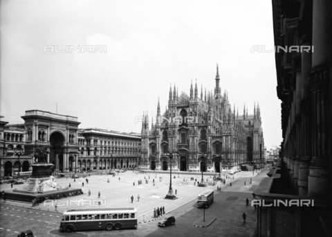 VBA-S-002766-0449 - View of Piazza Duomo in Milan