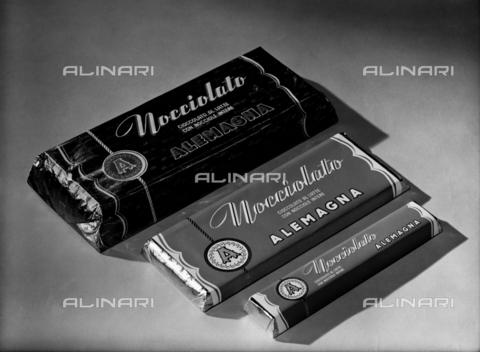 VBA-S-003357-0073 - Tavolette di cioccolato della ditta Alemagna di Milano - Data dello scatto: 1950 ca. - Archivi Alinari, Firenze