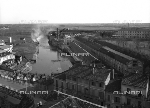 VBA-S-004263-0012 - View from above of a factory on the Lambro river
