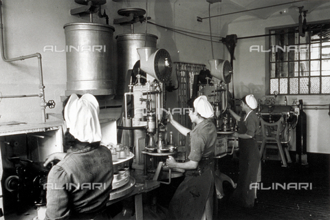 VBA-S-004347-0029 - View of a room in a distillery with women at work