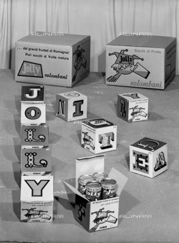 """VBA-S-004458-0007 - Prodotti """"Jolly"""" della ditta Colombani di Portomaggiore - Data dello scatto: 1960 ca. - Archivi Alinari, Firenze"""