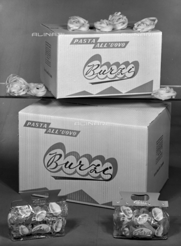 VBA-S-004927-0005 - Burzi egg pasta packs; advertising image of the Bodonian Lithograph - Date of photography: 26/09/1961 - Alinari Archives-Villani Archive, Florence