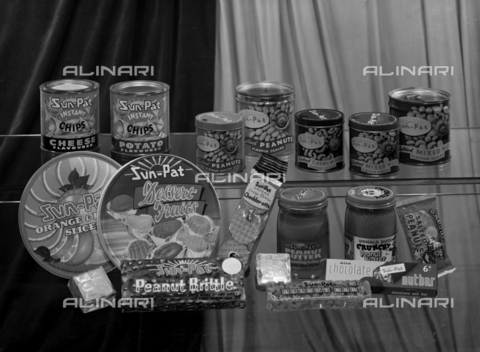 VBA-S-004927-0009 - Food packaging of the Sun-Pat company; advertising image of the Bodonian Lithograph - Date of photography: 25/09/1961 - Alinari Archives-Villani Archive, Florence