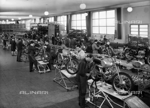 VBA-S-005670-0174 - Mechanical work for the realization of motorbike in the Ducati factory of Borgo Panicale, Bologna