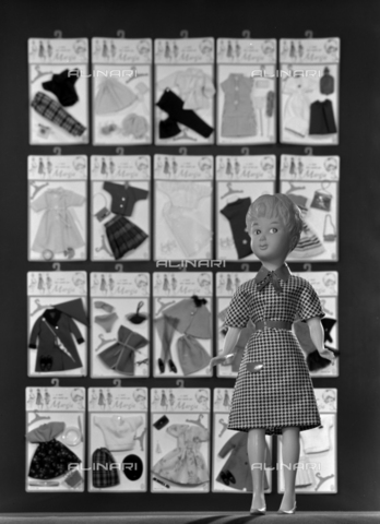 VBA-S-005983-0012 - Doll with a set of feminine clothes; advertising image of the Bodonian Lithograph - Date of photography: 16/12/1964 - Alinari Archives-Villani Archive, Florence