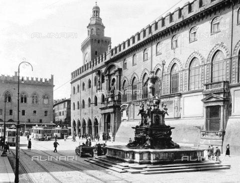 VBA-S-007155-0011 - Fountain of Neptune, or of the Giant, Piazza del Nettuno, Bologna